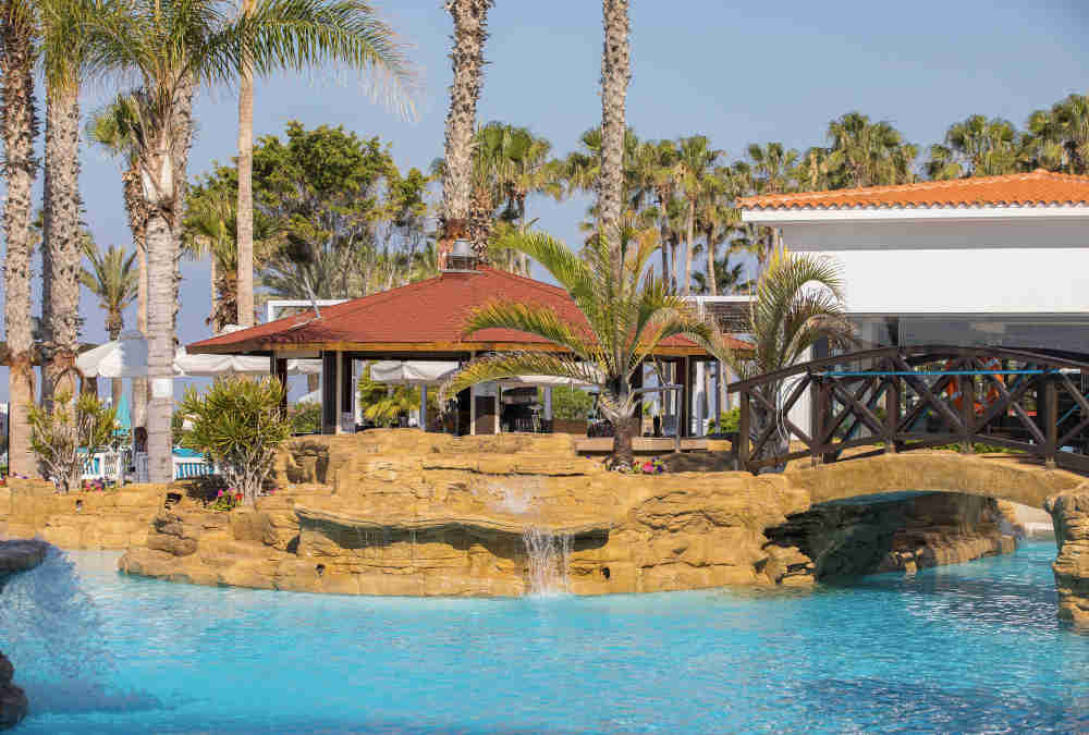 Leonardo Hotels & Resorts Mediterranean - poolBar_02.jpg