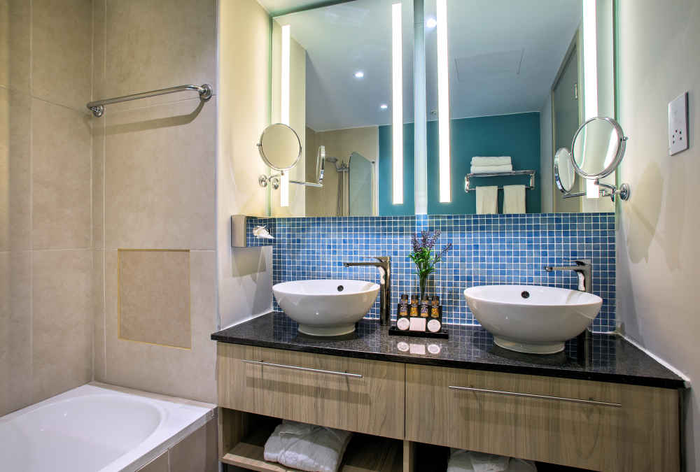 Leonardo Hotels & Resorts Mediterranean - executiveSeaViewSuite_01.jpg