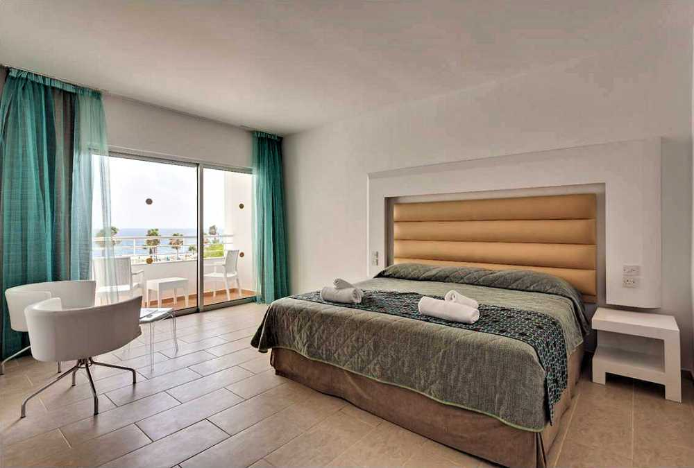 Leonardo Hotels & Resorts Mediterranean - executiveStudioSeaView_01.jpg