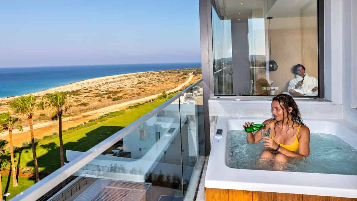 Leonardo Hotels & Resorts Mediterranean - juniorSuiteFrontSeaViewOutdoorHotTub_07.jpg