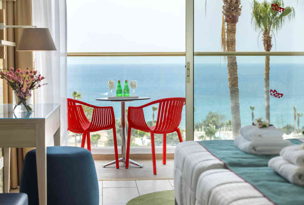 Leonardo Hotels & Resorts Mediterranean - twinDoubleSeaView_02.jpg
