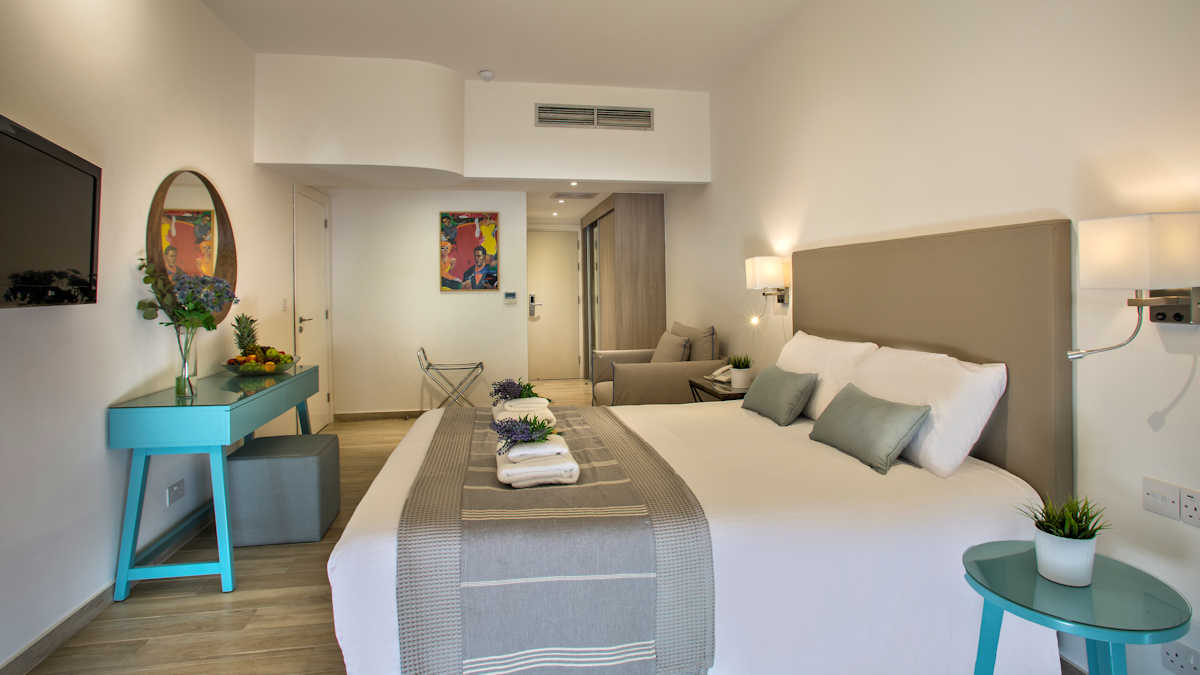 Leonardo Hotels & Resorts Mediterranean - swimUpStudioGardenView_02.jpg